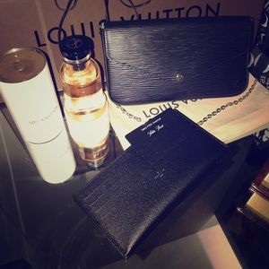 💯 Authentic Louis Vuitton  Epi black  leather